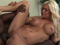 Sex addicted blonde has hardcore sex